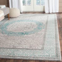 Safavieh Sofia Vintage Medallion Light Grey / Blue Distressed Rug - 4' x 5'7