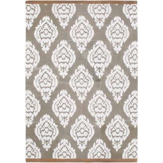 Hand-Crafted Farnham Damask Indoor Rug (2' x 3')