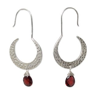 Handcrafted Sterling Silver 'Moon Smile' Garnet Earrings(Thailand)