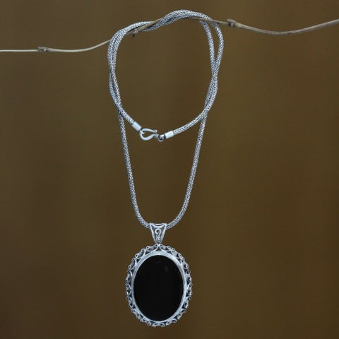Handmade Midnight Lace Artisan Fashion Accessory Sterling Silver Onyx Gemstone Oval Black Jewelry Pendant Necklace (Indonesia)