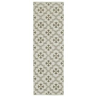 Indoor/Outdoor Laguna Ivory and Dark Taupe Tiles Flat-Weave Rug (2'0 x 6'0) - 2' x 6'