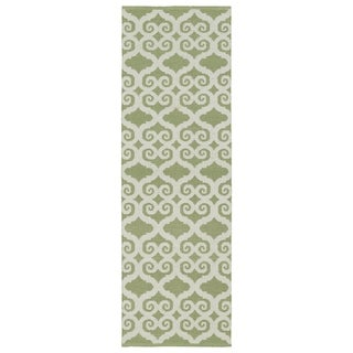 Indoor/Outdoor Laguna Green and Ivory Scroll Flat-Weave Rug (2'0 x 6'0) - 2' x 6'