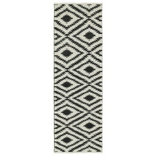 Indoor/Outdoor Laguna Ivory and Black Ikat Flat-Weave Rug (2'0 x 6'0) - 2' x 6'