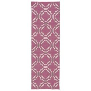 Indoor/Outdoor Laguna Pink and Ivory Geo Flat-Weave Rug (2'0 x 6'0) - 2' x 6'