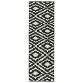 Indoor/Outdoor Laguna Black and Ivory Ikat Flat-Weave Rug (2'0 x 6'0) - 2' x 6'