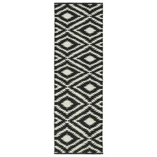 Indoor/Outdoor Laguna Black and Ivory Ikat Flat-Weave Rug (2'0 x 6'0) - 2' x 6'