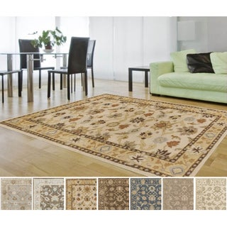 Hand-tufted Nick Traditional Wool Area Rug (9'9 Square)