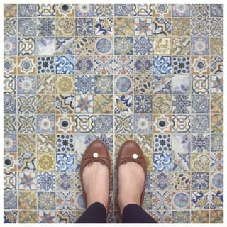 SomerTile 12.5x12.5-inch Azorin Arenal Decor Ceramic Floor and Wall Tile (11 tiles/12.42 sqft.)