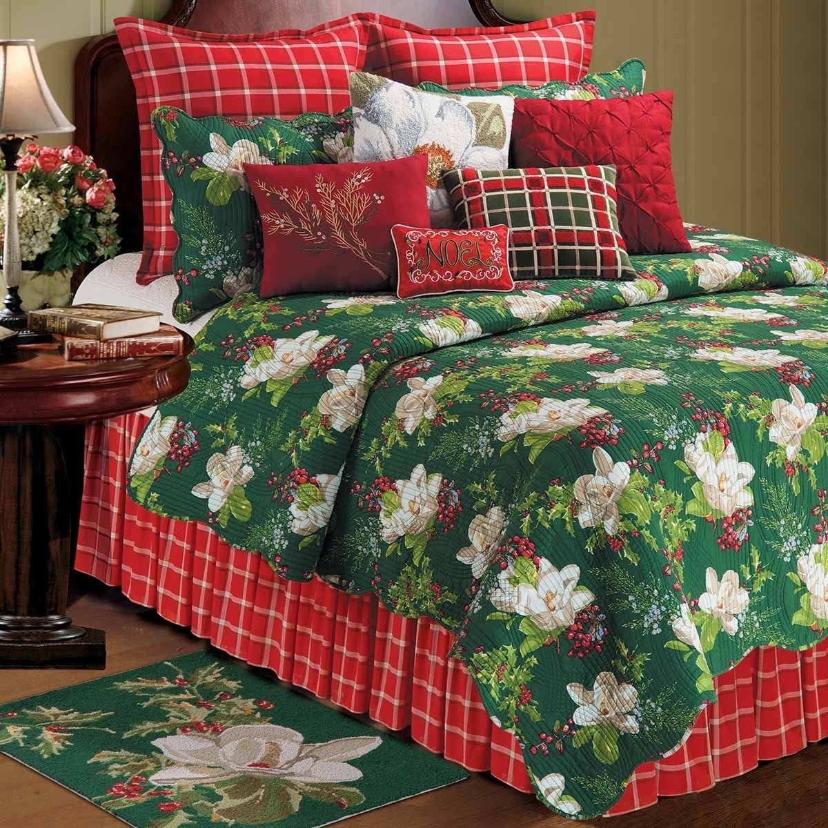 Enterprises Bella Magnolia Cotton Reversible Quilt (Shams...