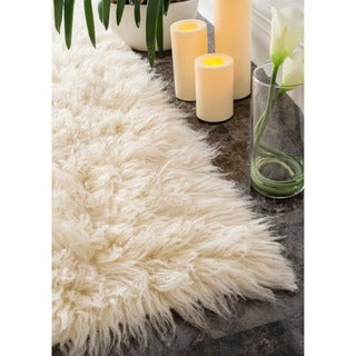 nuLOOM Hand-woven Flokati Wool Shag Rug (5' x 7') in Natural (As Is Item)