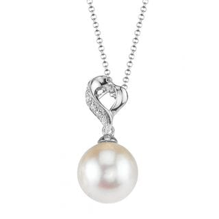 Radiance Pearl 18k Gold White Akoya Pearl Diamond Accent Pendant (8.5-9.0mm, 9.0-9.5mm, 9.5-10mm)