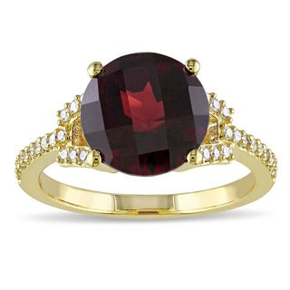Miadora Signature Collection 10k Yellow Gold Garnet and 1/6ct TDW Diamond Cocktail Ring (G-H, I2-I3) - Red