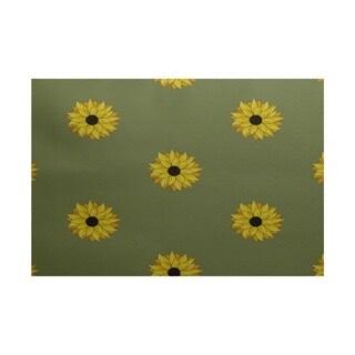 Sunflower Frenzy Flower Print Rug (2' x 3')