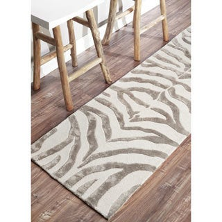 nuLOOM Handmade Zebra Grey Faux Silk/ Wool Runner Rug - 2'6 x 10'