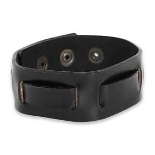 Handcrafted Men's Leather 'Journey in Black' Bracelet (Thailand)