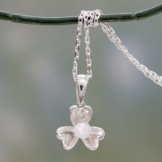 Sterling Silver 'Cradle Lily' Rainbow Moonstone Necklace (India)