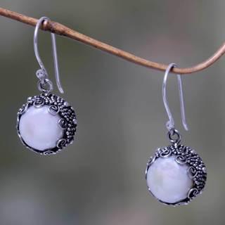 Handmade Sterling Silver 'Sanur Moon' Pearl Earrings (10 mm) (Indonesia)