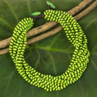 Handcrafted Boxwood 'Opulent Chartreuse' Necklace (Thailand)