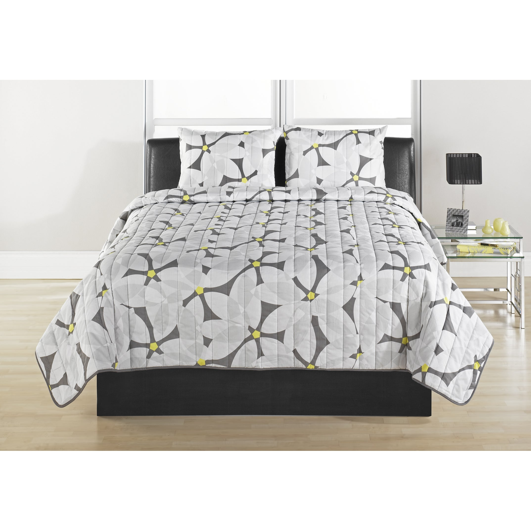 Modern Daisy Quilted Coverlet Set (King), Grey (Cotton, F...