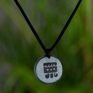 Handcrafted 'I'x Maya Femininity' Jade Necklace (Guatemala)