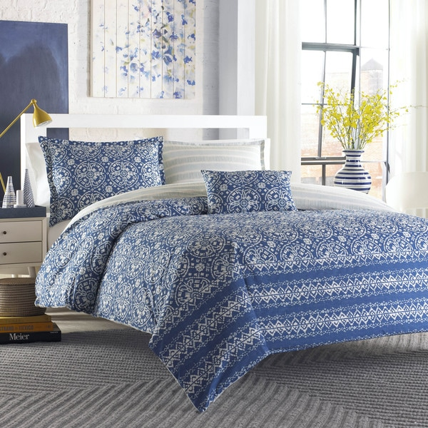 City Scene Arianna 4-piece Comforter Set with Bonus Decorative Pillow