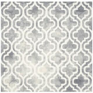 Safavieh Handmade Dip Dye Watercolor Vintage Grey/ Ivory Wool Rug (7' x 7' Square)