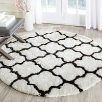 Safavieh Handmade Barcelona Shag White/ Black Trellis Polyester Rug - 5' x 5' round