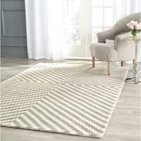 Safavieh Handmade Cambridge Grey/ Ivory Wool Rug - 6' Square