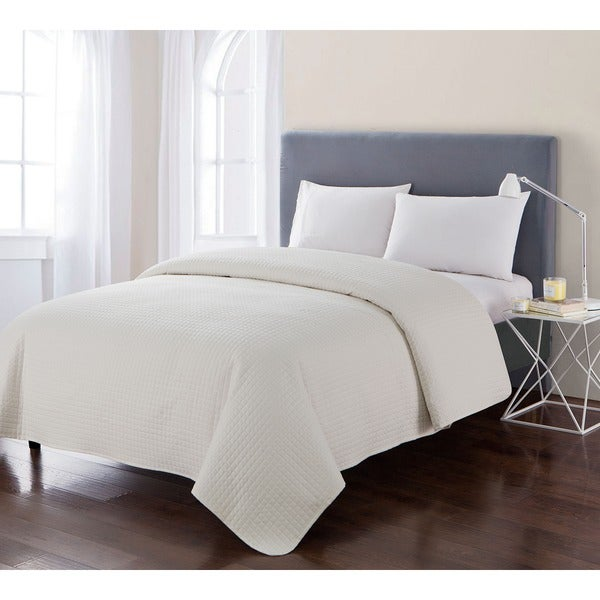 VCNY Laila Solid Embossed Quilt
