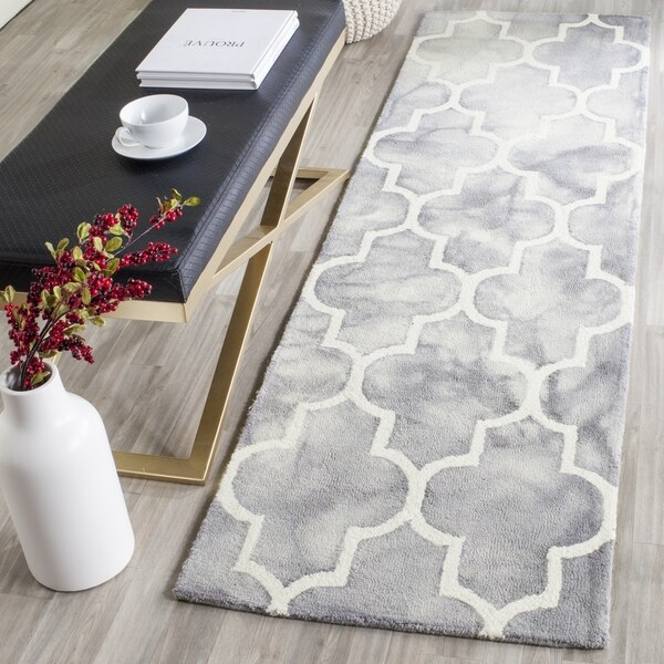 Safavieh Handmade Dip Dye Watercolor Vintage Grey/ Ivory Wool Rug (2'3 x 6')
