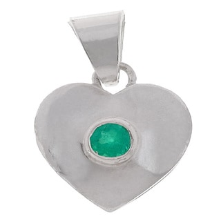 Handmade Sterling SIlver Round Green Emerald Heart Pendant (Colombia)