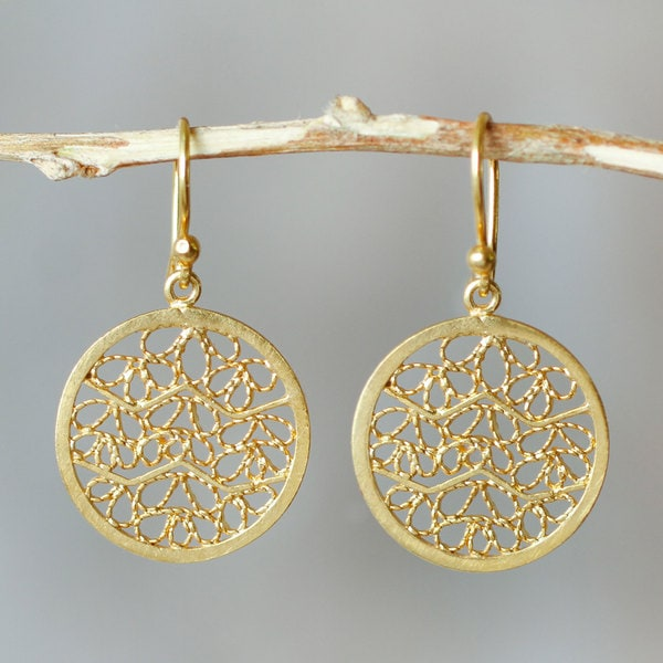 Handmade Gold Overlay 'Natural Energy' Earrings (Peru)
