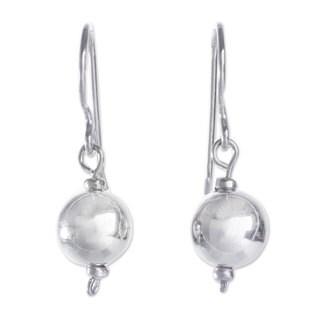 Handcrafted Sterling Silver 'Eternal Moonlight' Earrings (Peru)