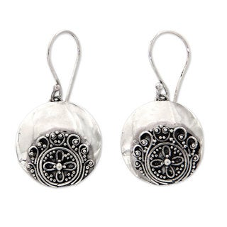 Handmade Sterling Silver 'Candidasa Beach Blossom' Earrings (Indonesia)