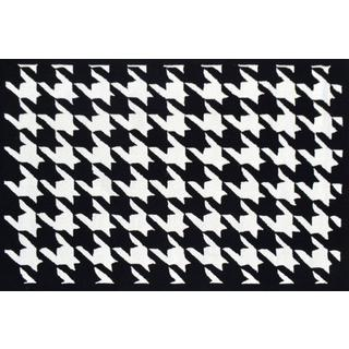 Handmade UV Polyester Houndstooth Black Rug (5' x 8')