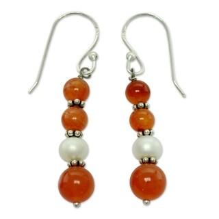 Sterling Silver 'Radiance' Carnelian Pearl Earrings (5 mm) (India)