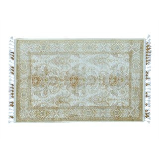 Silken Esfahan Soft Colors 400 KPSI Handmade Oriental Rug (4' x 6'1)