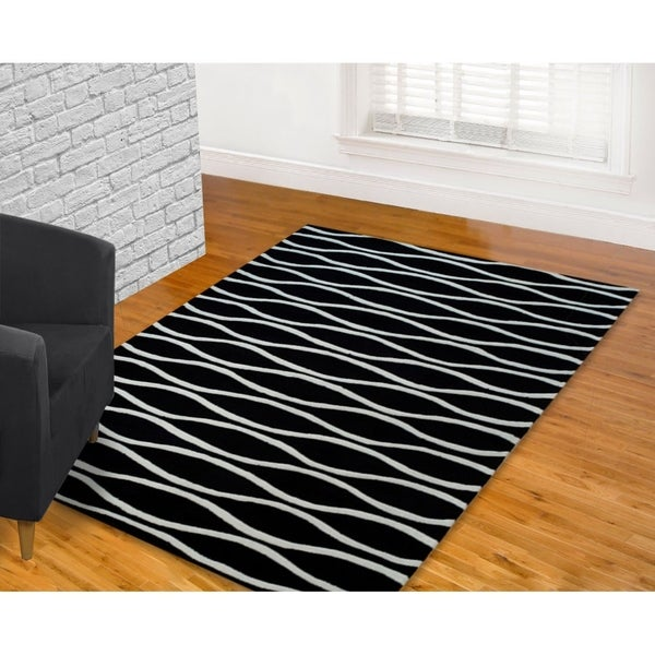 LYKE Home Hand-carved Black Wave Area Rug (5' x 7') - 5'3 x 7'2