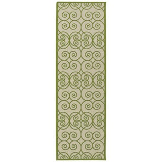 Indoor/Outdoor Luka Green Scroll Rug (2'6 x 7'10)