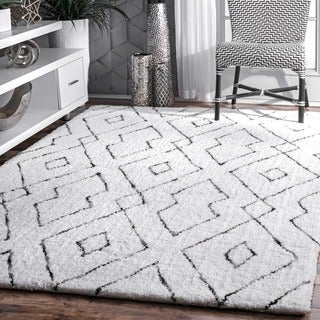 nuLOOM Handmade Plush White/ Grey Diamond Lattice Shag Rug (7'6 x 9'6)