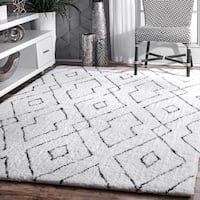 "nuLOOM Handmade Plush White/ Grey Diamond Lattice Shag Rug (7'6 x 9'6) - 7'6"" x 9'6"""