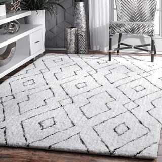 nuLOOM Handmade Plush White/ Grey Diamond Lattice Shag Rug - 7'6 x 9'6