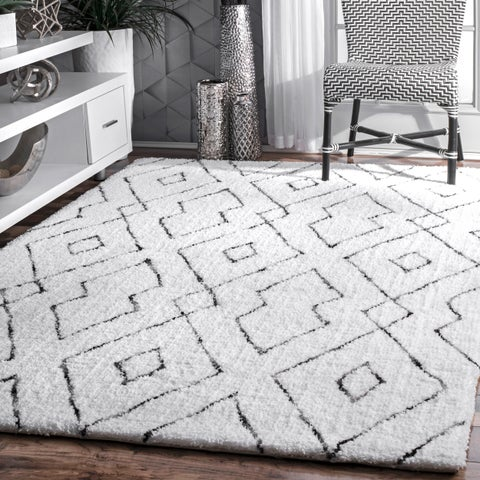 nuLOOM White Handmade Soft and Plush Diamond Lattice Shag Area Rug