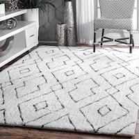 nuLOOM Handmade Soft and Plush Diamond Lattice Shag White Rug (5' x 8') - 5' x 8'
