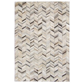 Hand-stitched Grey Chevron Cow Hide Leather Rug (5' x 8') - 5' x 8'