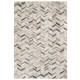 Hand-stitched Grey Chevron Cow Hide Leather Rug (5' x 8')