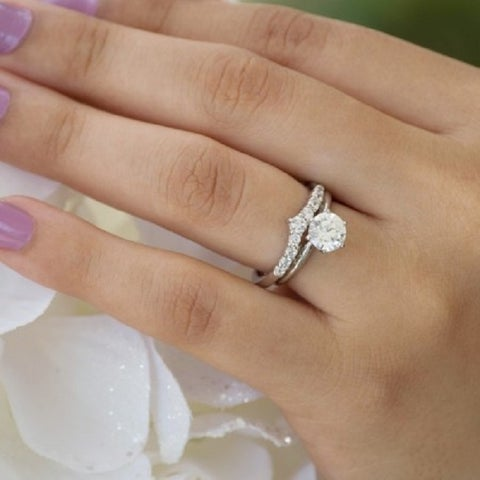 TwoBirch Sterling Silver Chevron Inspired Curved Band mounted with Cubic Zirconia (0.33 Cts. twt)