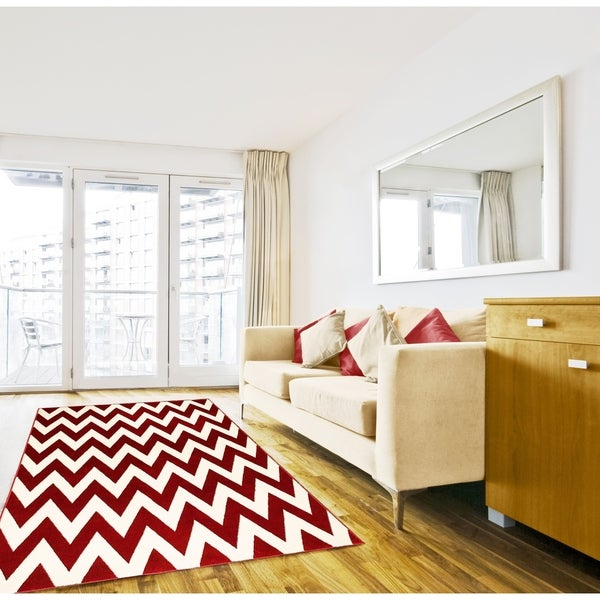 Hand-carved Red Chevron Area Rug - 5' x 7'