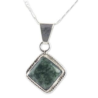 Handcrafted Sterling Silver 'Dark Diamond' Jade Necklace (Guatemala)