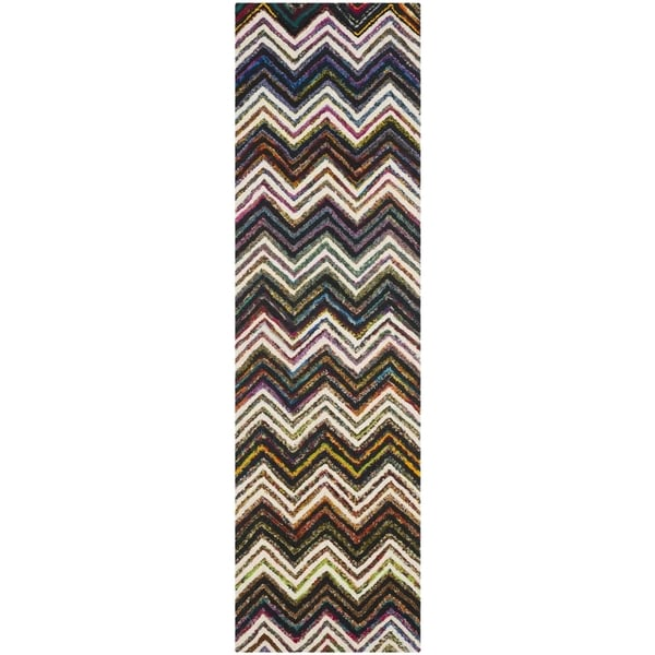 Safavieh Handmade Nantucket Abstract Chevron Ivory/ Black Cotton Runner Rug - 2' 3 x 8'